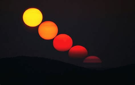 why does the moon change colors color of the setting sun hudson valley geologist