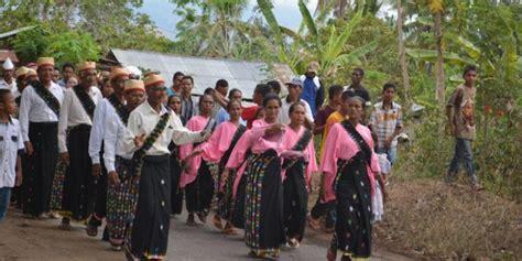 Baju Adat Flores budaya manggarai flores september 2014