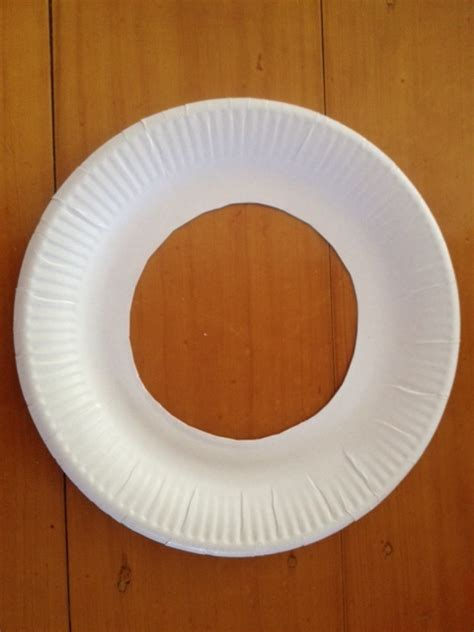 Paper Plate Decoration Craft - paper plate cut out paper plate door wreath paper plate