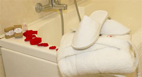 weekend romantico con vasca idromassaggio in weekend romantico ideale per coppie in hotel 4 stelle in