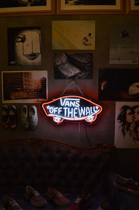 vans the wall neon light sign on the hunt