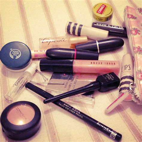 Inside My Makeup Bag by What S Inside My Makeup Bag Inthefrow