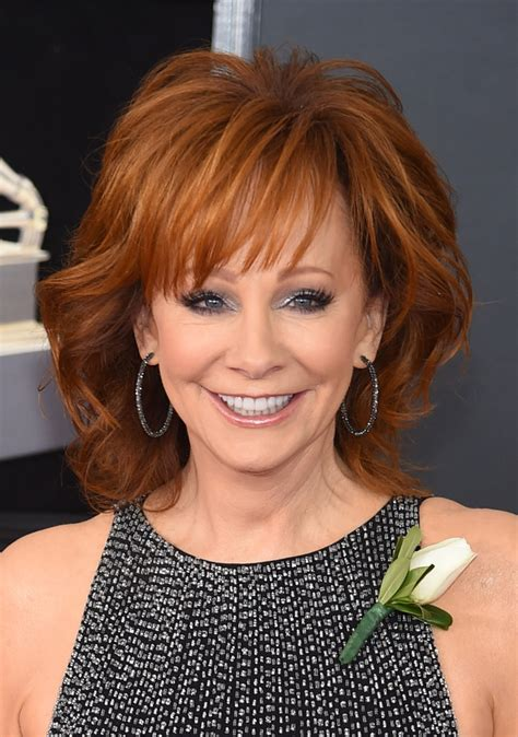 reba mcentire with short hair reba mcentire shoulder length hairstyles looks stylebistro