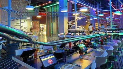 restoran  makanan disajikan  roller coaster