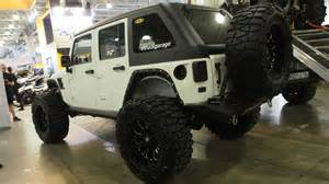 jeep wrangler rubicon lifted on 40 inch tires offroad