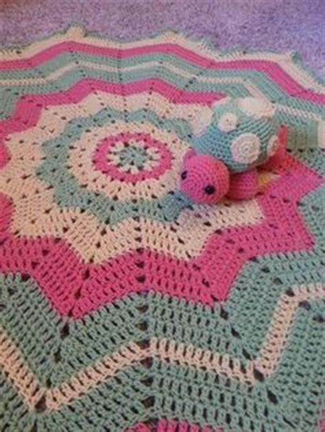 beginner s round ripple allfreecrochetafghanpatterns com ravelry project gallery for round ripple afghan pattern