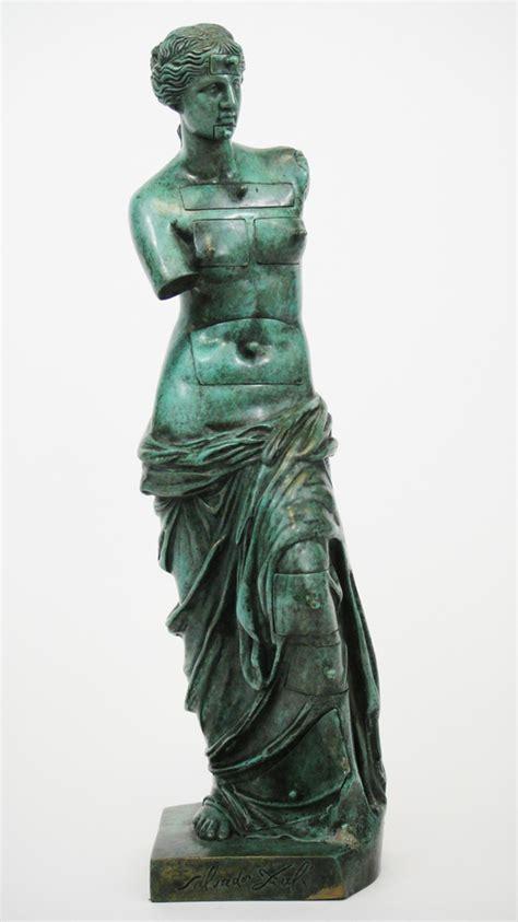 venere di milo a cassetti salvador dali scultura in bronzo venere di milo la
