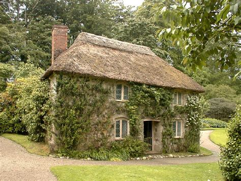 Cottages Uk Cornwall by This Delightful Thatched Cottage In The Garden Of