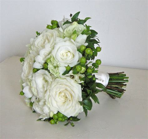 Wedding Flowers Roses by Wedding Flowers S Classic Green And White