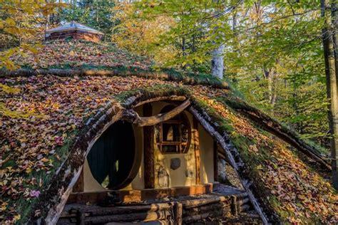 Maison En Pleine Foret by S 233 Journez Dans Une Maison De Hobbit En Pleine For 234 T