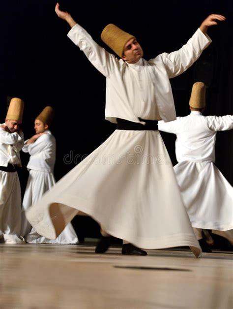 dervisci volanti turkse dansers redactionele fotografie afbeelding