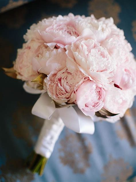 peonies bouquet 25 best ideas about peonies wedding bouquets on pinterest
