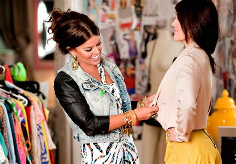 can you make money as a fashion consultant fashion