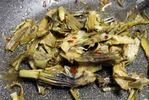 cucinare carciofi in padella carciofi in padella inventaricette in cucina con