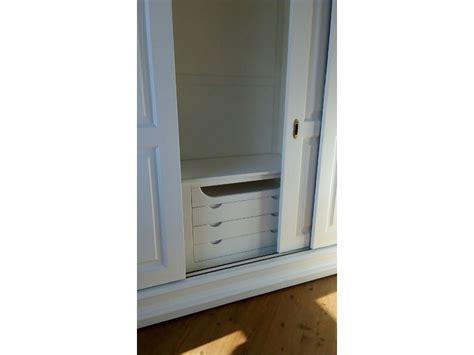 armadio con cassettiera interna armadio in legno a tre ante scorrevoli con cassettiera interna