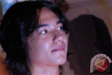 film adipati dolken full perjuangan mendapat restu ayah di quot operation wedding