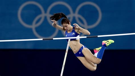 pole vault stefanidi leaps to pole vault gold olympic news