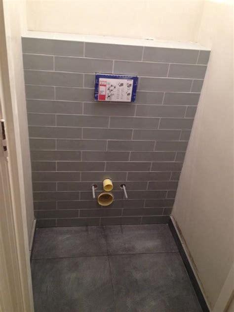 inbouwtoilet tegelen tegelen omkasting inbouw toilet werkspot