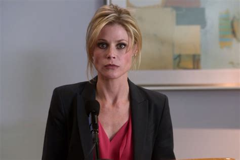 actress claire in modern family 2012 emmy awards julie bowen snags outstanding supporting
