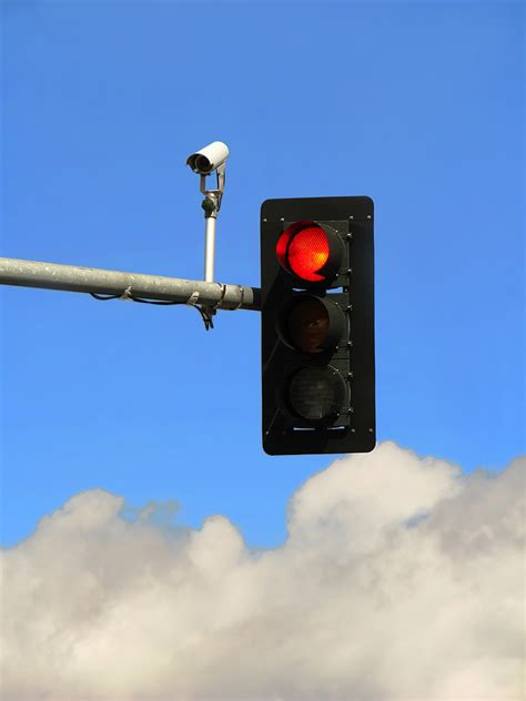 Cameras On Traffic Lights by Study Light Cameras Reduce Fatal Crashes