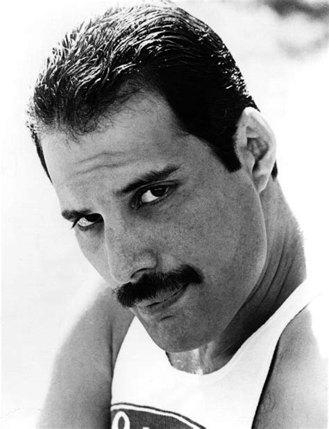 freddie mercury best biography as the first major rock star to pass away from an aids