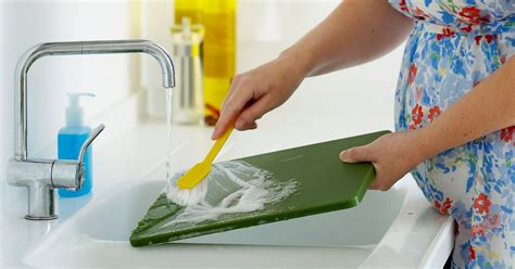 cutting boards harbor   fecal bacteria  washing