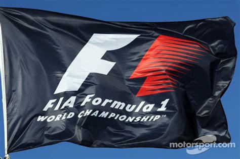 Auto Logo 2 Vlaggen by F1 Vlag Op Japanse Gp Formule 1 Foto S