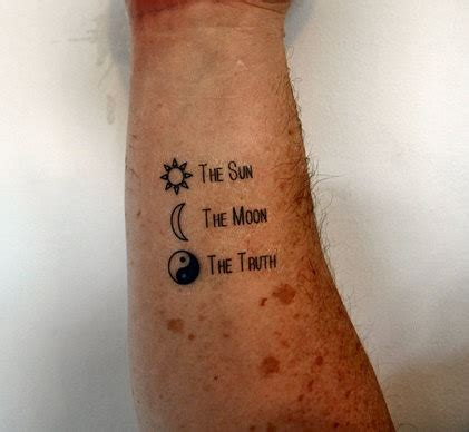 100 emoji tattoo designs le soleil la lune la v 233 rit 233 temporaire tatouage tatouage ying