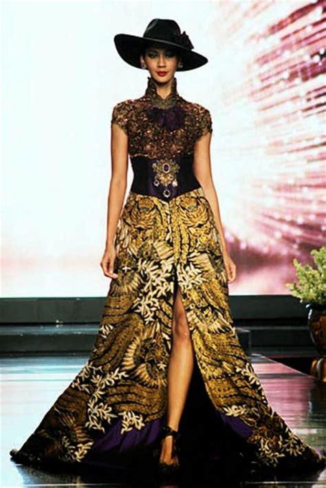 design batik anne avantie 14 inspirasi desain kebaya modern kombinasi batik karya