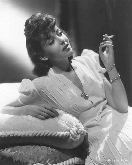 Alice Maravilhas: Smoking kills, so start today