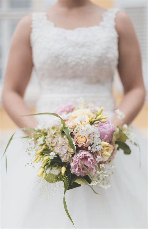 fiori per sposa bouquet da sposa il significato dei fiori consigli