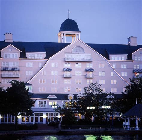 theme hotel newport ky 20 best disneyland paris holiday images on pinterest