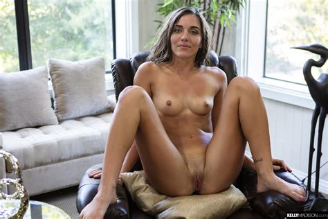 Jessa Blue With Small Tits Has Sex And Gets Creampie