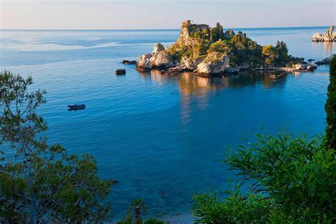 casa al mare sicilia sicilia dall etna al mare di taormina il sole 24 ore