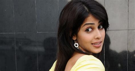 hindi film actress d souza online hindi movie online hot wallpapers genelia d