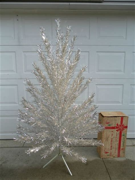 vintage aluminum tree the haunted l 1000 images about i ll be home for christmas on