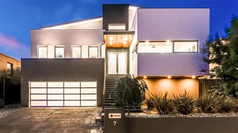 massive canberra home   car garage attracts hundreds