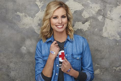 red cross to laud supermodel niki taylor world blood donor day is june 14 june 8 2016 sonoran news