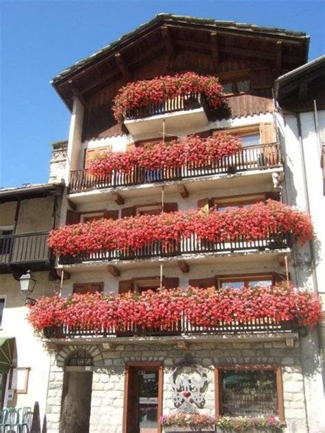 beautiful balcony gardens dig this design beautiful balcony gardens dig this design