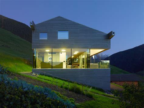 beleuchtung einfamilienhaus neubau haus am hang beleuchtung mit bodentiefen fenstern h 228 user