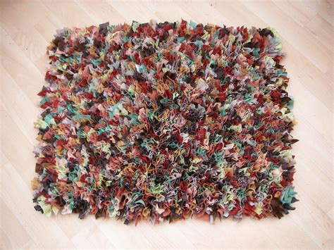 rugs from rags stitchin the day away rag rug tutorial