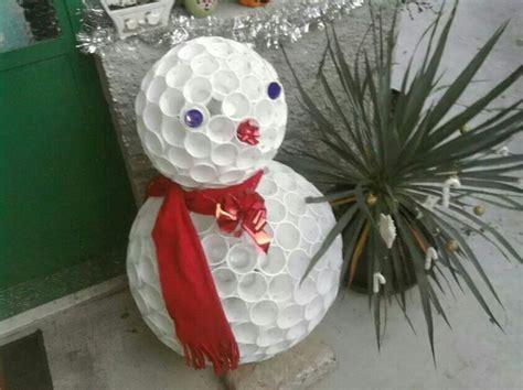 pupazzo di neve fatto con bicchieri di plastica 17 migliori idee su decorazioni pupazzo di neve su