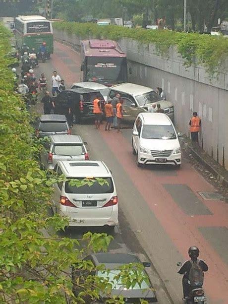 detik genangan gandaria kecelakaan beruntun terjadi di underpass gandaria ntmc