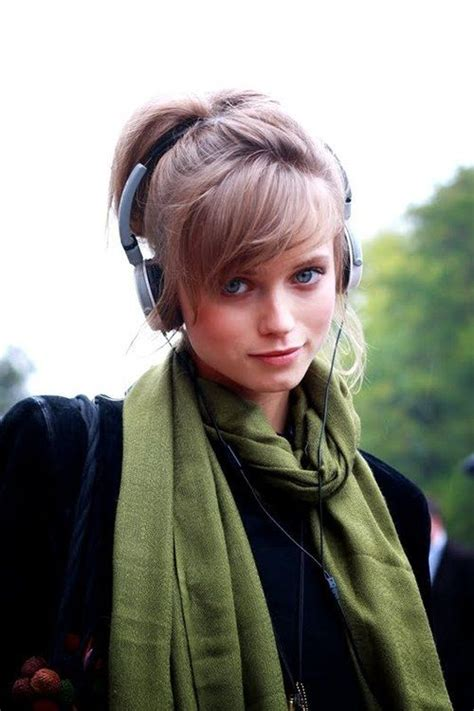 side bangs hairstyles tumblr i love her fringe her headphones and her pashmina