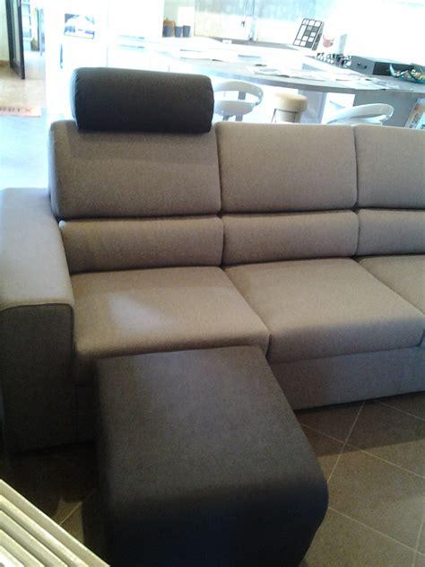 divani 3 posti prezzi divano 3 posti con poggiatesta e poggiapiedi divani a
