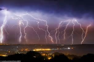 Lightning And Thunder Uk Heatwave To Continue After Of Thunder And