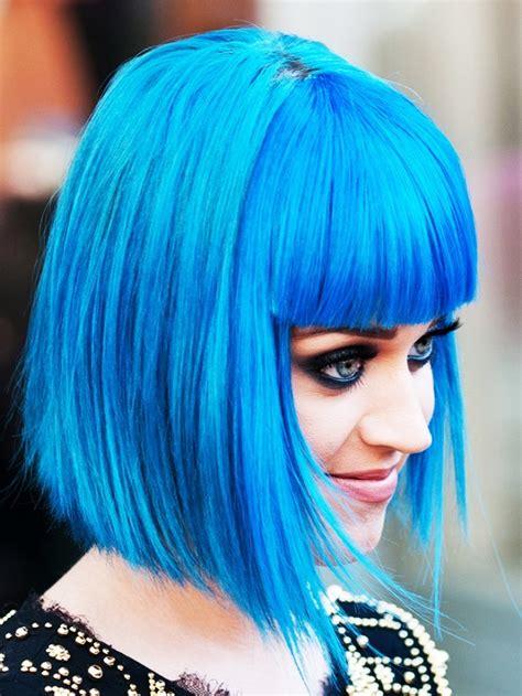blaue haare fuer wow effekt frisurentrends mode zenideen