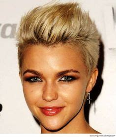 middle aged mohawk pixie cuts for wavy hair middle aged women short hair