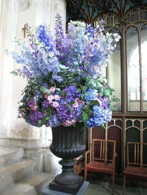 how to make tall flower arrangement in urn youtube large flower arrangements eatatjacknjills com