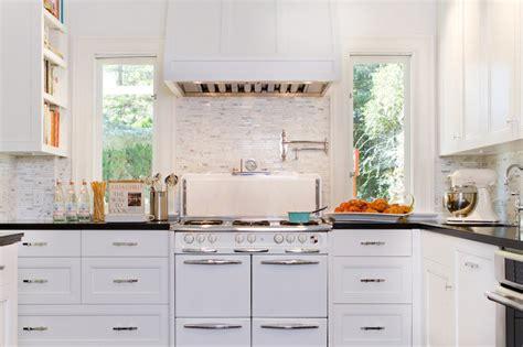 white dove kitchen cabinets black noir quartz countertops transitional kitchen